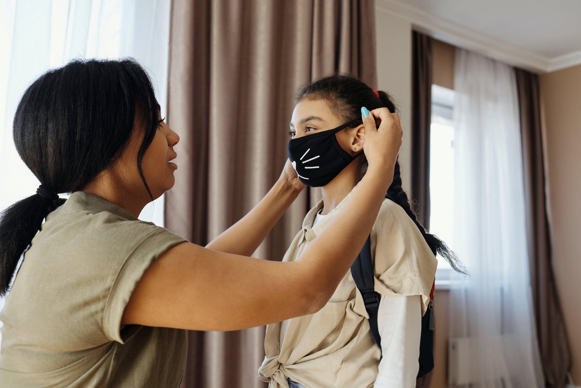 Le mascherine sui bambini fanno male? Ecco alcuni falsi miti