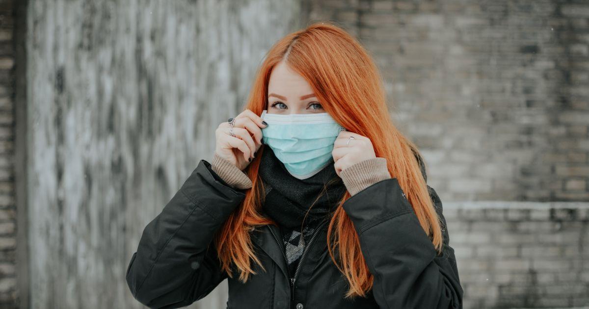 Che cos'è la maskne? L'acne da mascherina